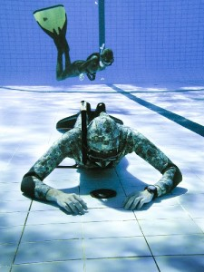 Static apnea at the bottom of the pool